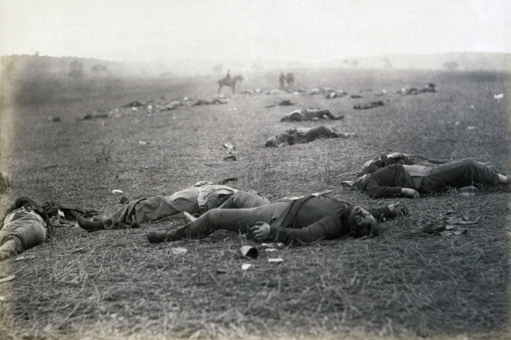 Dead Federal soldiers on battlefield