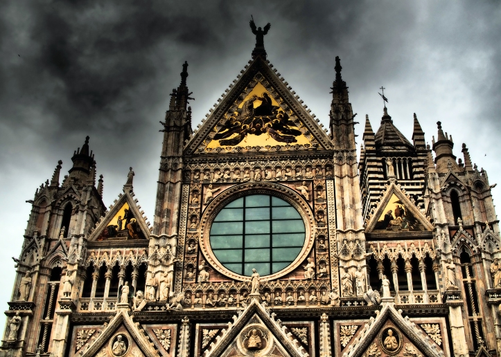 storm-clouds-over-the-Duomo-in-siena