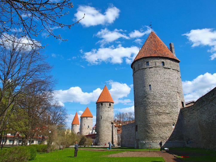 Tallin-Old-Town-Walls
